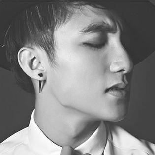 Nghe hit mới của Sơn Tùng trên nền nhạc  Because I Miss You