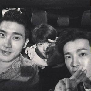 Donghae tình cảm với Siwon và Suho, Lee Hong Ki khoe mặt siêu bẩn