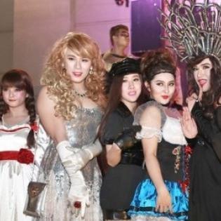 Sao Việt hóa ma quỷ đón Halloween sớm tại Thủ đô