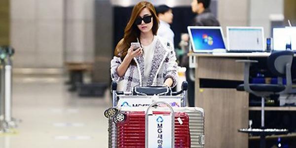"""Jessica """"một thân một mình"""" quay về Hàn"""