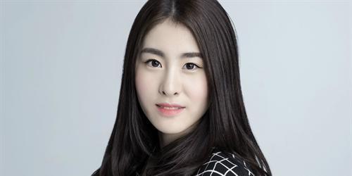 Sao mới nổi của Trung Quốc kể chuyện làm thần tượng cơ cực ở Hàn