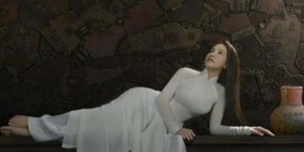 Báo Trung Quốc trầm trồ vẻ đẹp của người mẫu Việt mặc áo dài