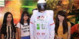 """Giới trẻ Sài thành """"du hành vũ trụ"""" tại Electric Cosmic Ride"""