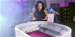 Đột nhập xưởng  làm lố  của Katy Perry