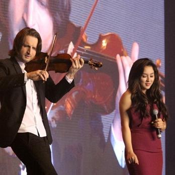 Bảo Trâm tự tin trình diễn cùng nghệ sĩ violin thế giới Edvin Marton