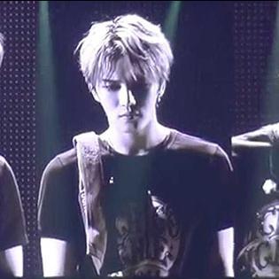 JYJ hát hit cũ của TVXQ khiến fan khóc ngất