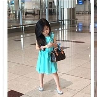 Choáng với cô bé 5 tuổi xài hàng hiệu hơn cả siêu sao