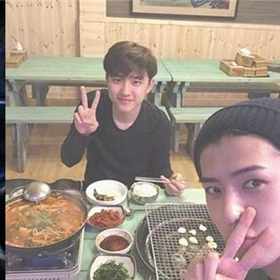 Seohyun chào buổi sáng với gương mặt cực xinh, Sehun  rủ rê  D.O đi ăn