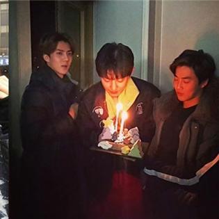 Park Shin Hye hóa thân thành Mario, EXO tổ chức sinh nhật cho Chanyeol