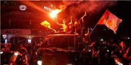 Việt Nam thắng 2-1, cổ động viên đổ ra đường mừng chiến thắng