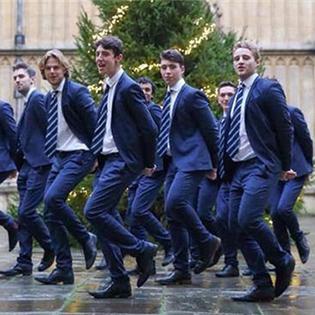 Đón giáng sinh tưng bừng cùng các sinh viên đẹp trai nước Anh