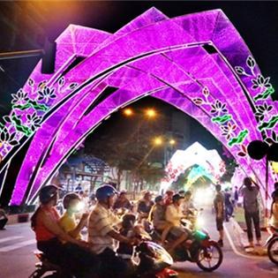 Sài Gòn rực sáng đón Giáng sinh