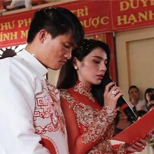 Thủy Tiên khóc khi tri ân cha mẹ trong lễ cưới