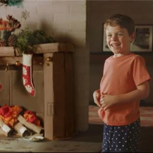 Cảm động với clip đi tìm ông già Noel của cậu bé 9 tuổi