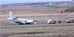 Gió mạnh thổi văng máy bay khỏi đường băng ở Anh