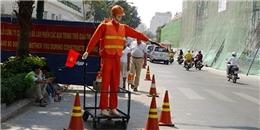 Người dân TP.HCM bất ngờ trước robot hướng dẫn giao thông
