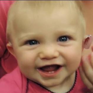 Xúc động với biểu cảm của trẻ em khiếm thính khi lần đầu nghe được âm thanh