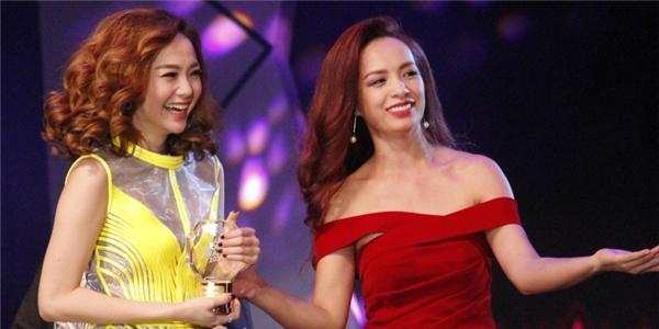 """Minh Hằng nhận giải """"Ca sĩ cống hiến"""" trong giải thưởng YAN Vpop 20"""