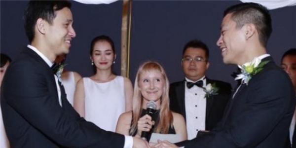 Lễ cưới nhiều cảm xúc của nhà thiết kế đồng tính Adrian Anh Tuấn