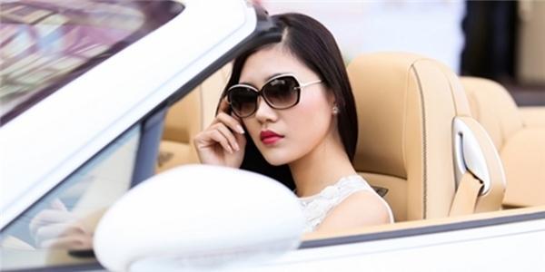 Top 5 Hoa hậu Kiều Anh sành điệu khoe siêu xe 8 tỷ
