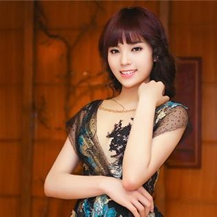 Hoa hậu Kỳ Duyên lại đổi tóc mới xinh đẹp, trẻ trung