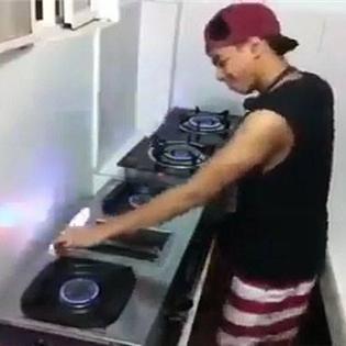 DJ mix nhạc bằng bếp gas bá đạo nhất thế giới