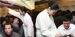 Tiếp viên hàng không mặc... đồ ngủ phục vụ hành khách