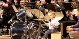 Dàn giao hưởng có một không hai với tay trống nhí