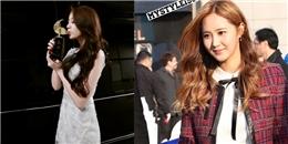 Jiyeon phấn khích khoe giải thưởng, Yuri thích thú với hình fan chụp