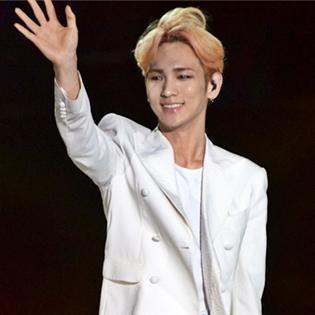 """Key – Chunji – JB """"đốt cháy"""" sân khấu với hit  Yêu lại từ đầu"""