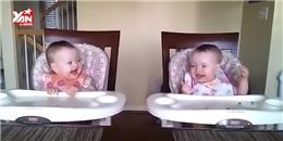 Cặp sinh đôi sơ sinh  quẩy  theo tiếng nhạc cực dễ thương