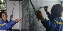 Bệnh nặng, cô giáo bám vào sợi dây để giảng bài mỗi ngày