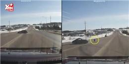 Biểu diễn drift trên đường, siêu xe bỗng dưng rớt bánh