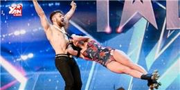 Cặp anh em quay 100 vòng 360 độ trên sân khấu khiến khán giả truyền hình ngỡ ngàng