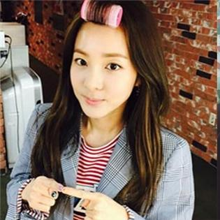 Dara tiếp tục khoe hình  không tuổi , T.O.P tự sướng  suốt ngày  khiến fan mê mệt