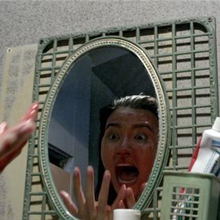 Rùng mình với hình ảnh Kim Tuyến dính đầy máu