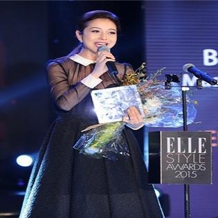 """Jennifer Phạm được vinh danh """"MC phong cách của năm tại """" Elle Style Awards"""