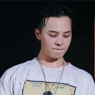Fan xót khi thấy G-Dragon bị chảy máu mắt trong concert