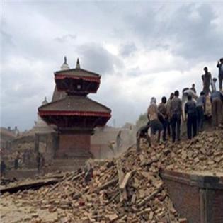 Người mẹ Hà Nội mong ngóng tin con nơi tâm chấn động đất Nepal