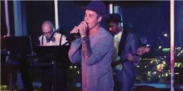 Justin Bieber bất ngờ nhảy lên sân khấu trình diễn khiến fan ngất ngây