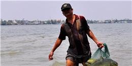 Ngư phủ khiếm thị mỗi ngày bắt gần 50 kg cá