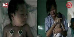 Rơi nước mắt cảnh em bé hồi sinh nhờ nụ hôn của mẹ