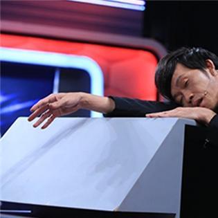 Hoài Linh  ngất xỉu  trên sóng truyền hình