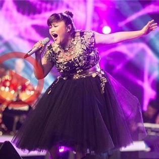 Nàng béo  Bích Ngọc chinh phục giám khảo nước Mỹ khi cover hit khủng của Whitney Houston