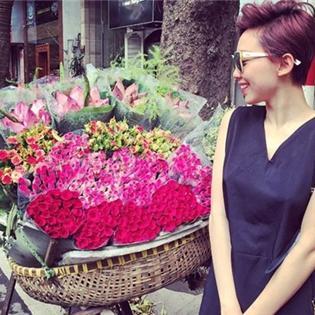 Tóc Tiên đọ sắc cùng hoa, Thu Thủy cực ngầu với kính mát