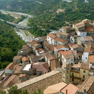 Rùng rợn ngôi làng bị  ma ám  ở châu Âu