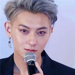 Tao (EXO) khóc nức nở giữa tin đồn rời nhóm