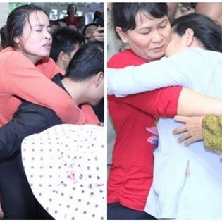 Mẹ và chị gái Duy Nhân ngất xỉu trong lễ hỏa táng