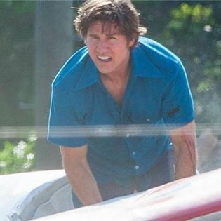 """Tom Cruise vẫn phong độ rạng ngời dù gặp """"tai nạn máy bay"""""""