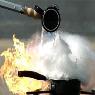 Không phải đám cháy nào cũng dùng nước để dập lửa